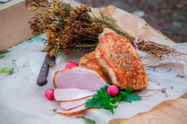 Окорок свиной копчено-вареный от компании Три Крестьянина